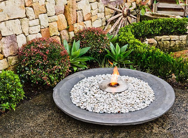 Make your own decorative cement bowl to give your garden a luxurious look. It can be used as a pot for plants, a fire pit or a pond - it's up to you!