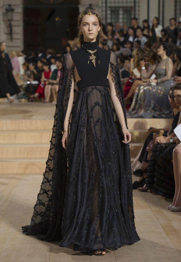 Valentino fall 2015 haute couture valentino garavani for Haute couture history