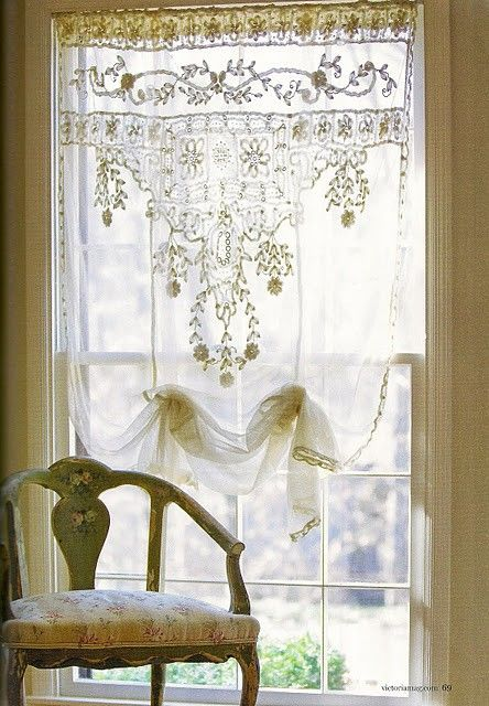 Lace-shabby chic style cutains. #countryliving #dreambedroom