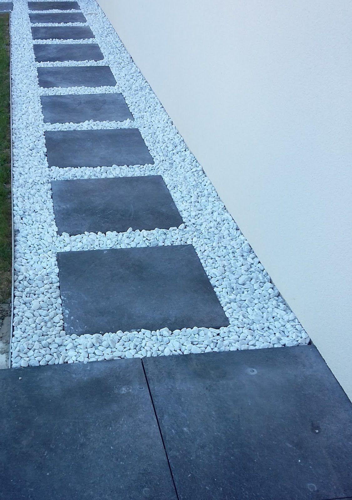 Dalle galet all e gravier pas japonais dalle grise - Terrasse galets blancs ...