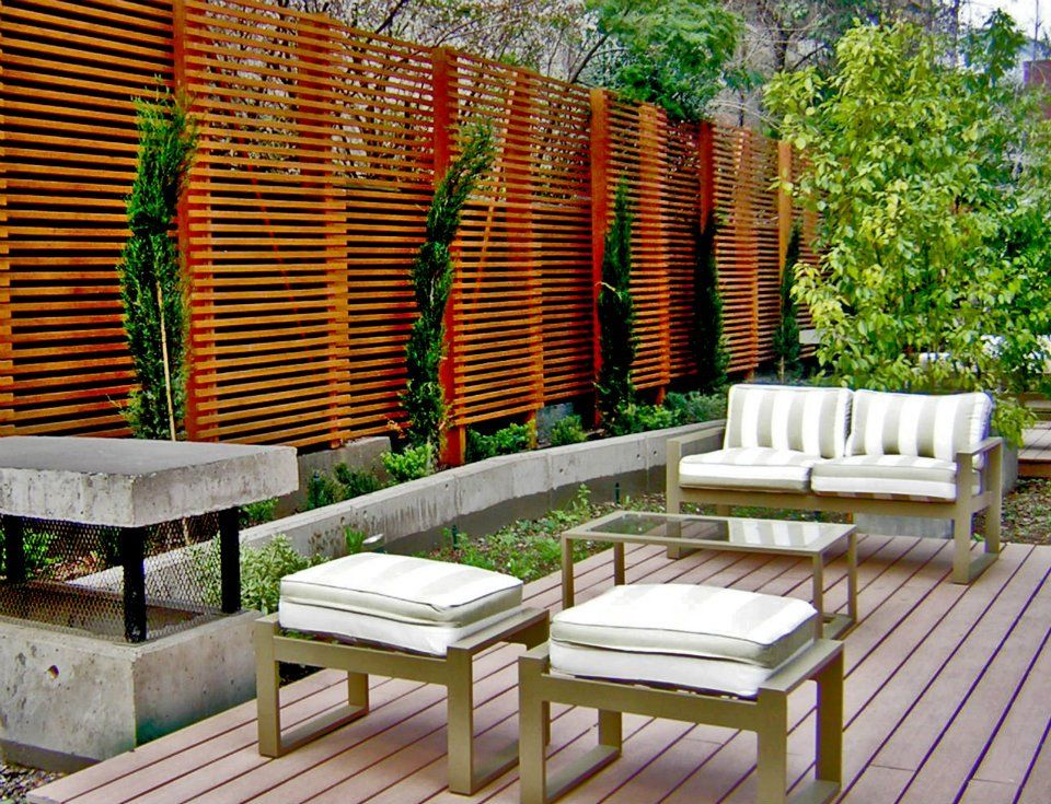 Terraza de madera con piso deck sin biombo detr s del - Terrazas de madera ...