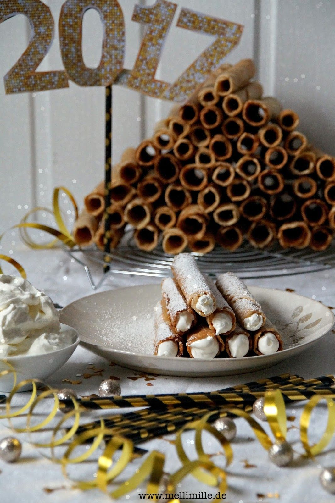 Neujahrsröllchen / Neujahrswaffeln / Krüllkuchen / Rullerkes oder Knappkauken zum neuen Jahr.