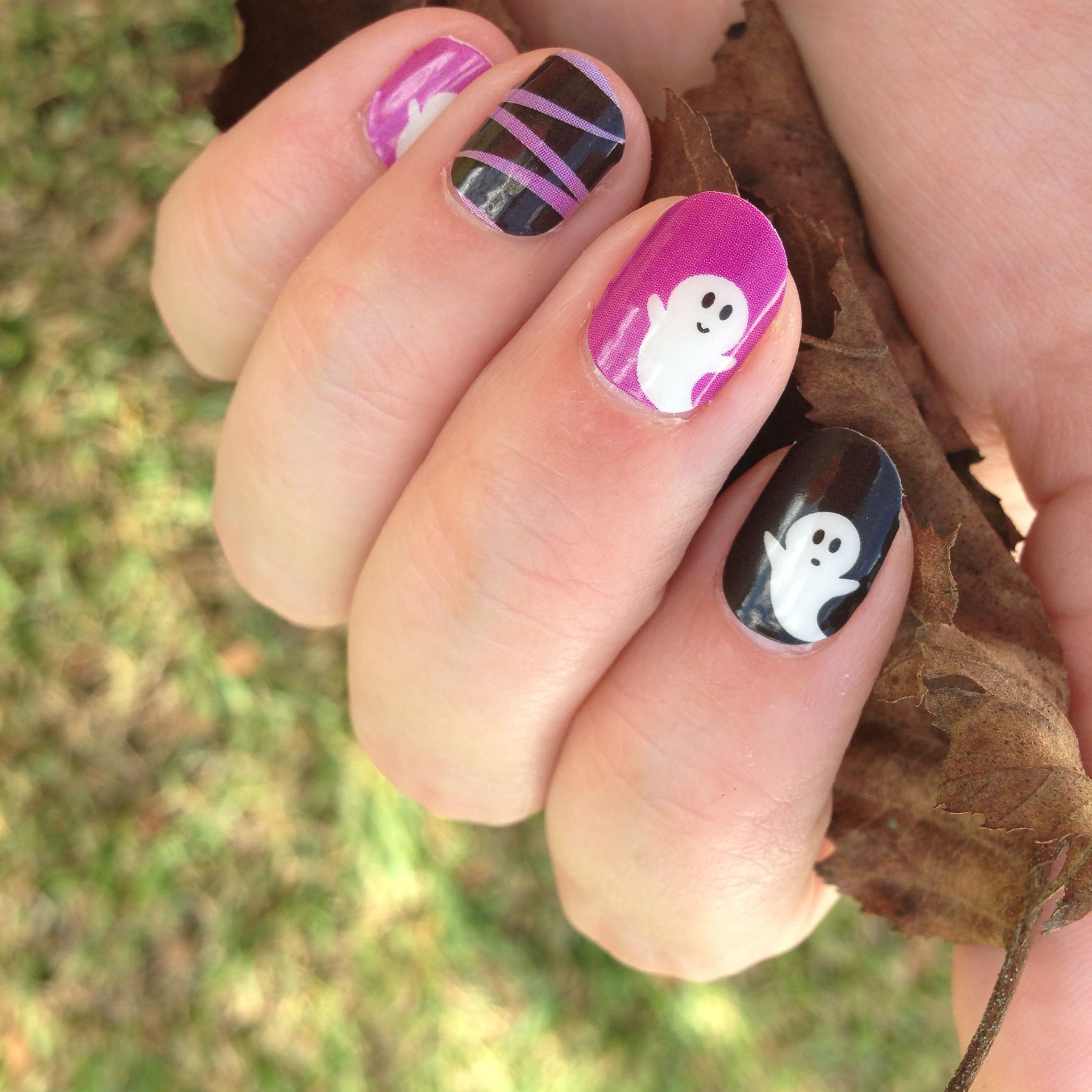 Happy Halloween! Glow in the dark Jamberry nail wraps for ...