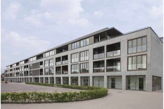 Roval Aluminium leverde voor dit project in Den Dungen (4 Groepswoningen, dagcentrum, 40 huurappartementen en kulturhus) aluminium privacyschermen die voor een mooie afscheiding op de terrassen zorgen.