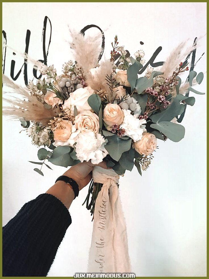 Brautstrauss Boho Hochzeit Blumen In 2020 Brautstrauss Boho Herbstliche Hochzeitsblumen Boho Hochzeit