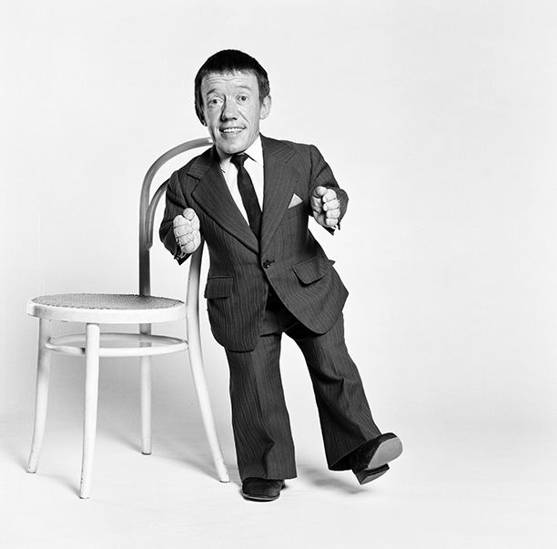 The Star Wars family lost a member this weekend: Kenny Baker, the actor who brought to life the lovable droid R2-D2, died at the age of 81. As the world morns this loss, celebrities within theHollywood community and beyond continue to express their love for Baker and his work.