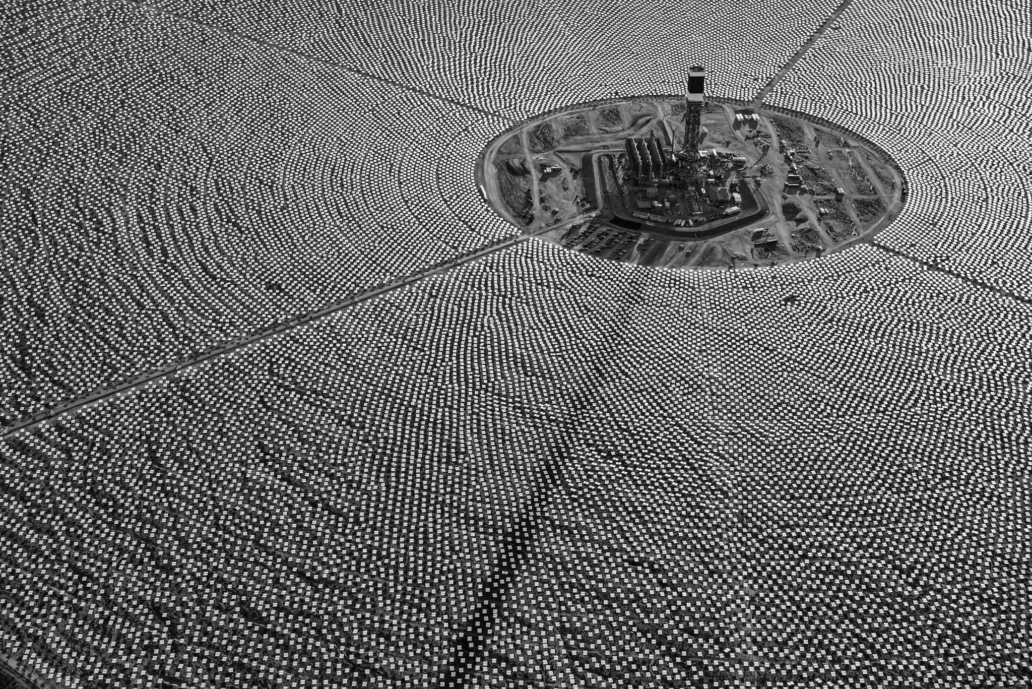 Ivanpah Solar Electric Facility Mojave Desert [2048x1367]