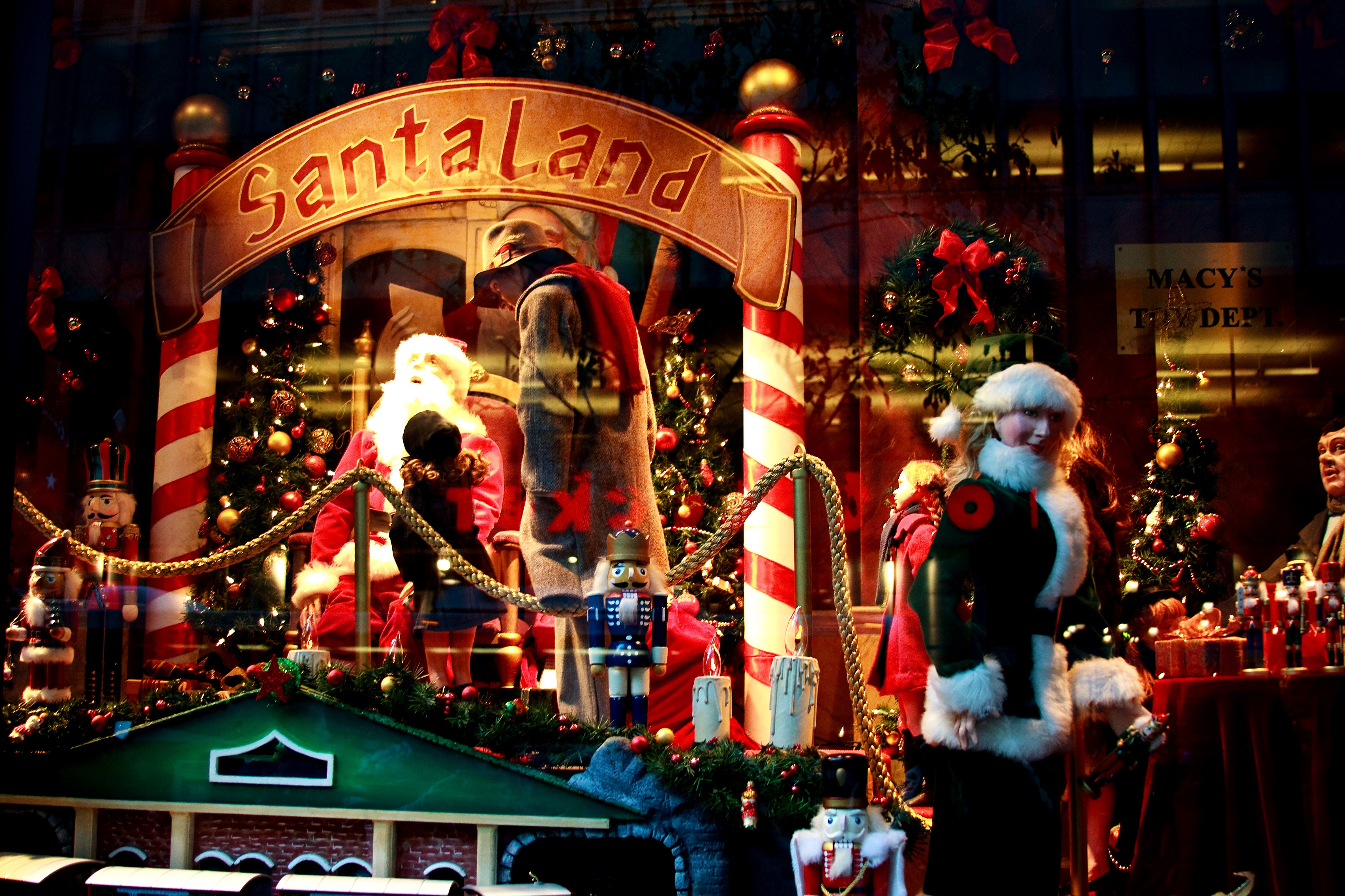 The Christmas Windows At Macy's In New York