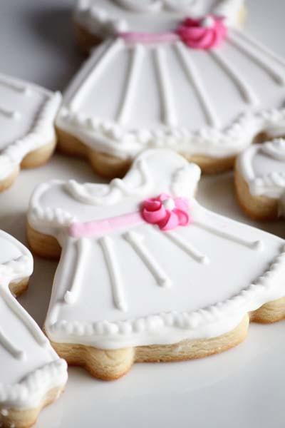 Una docena de lindo poco blanco vestido de azúcar de vainilla cookies