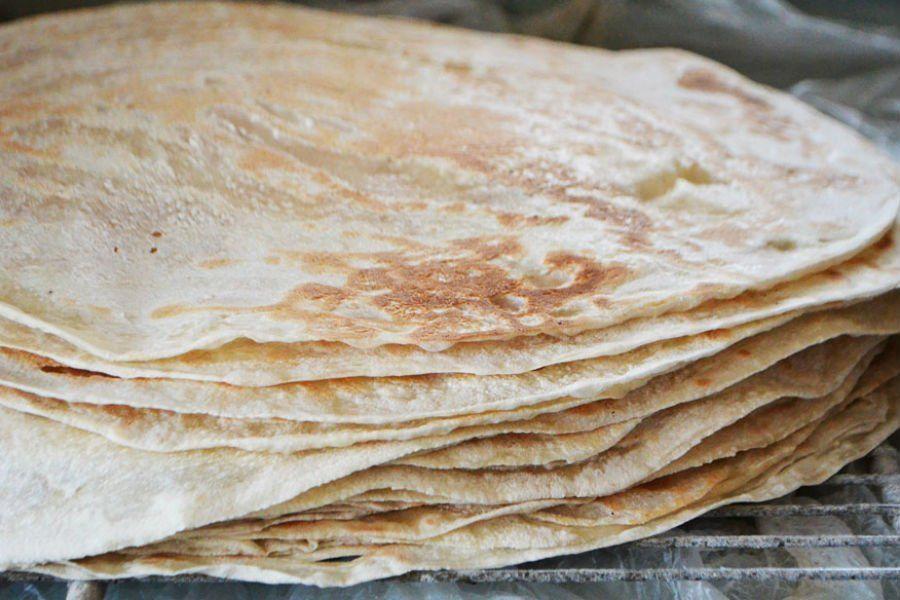 طريقة عمل خبز الصاج Recipe Lebanese Recipes Easy Lebanese Recipes Breakfast Breads