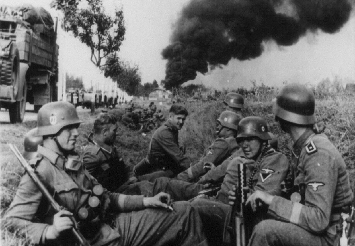 Troops of SS-Leibstandarte Adolf Hitler Division resting during a campaign toward Pabianice, Poland, Sep 1939.