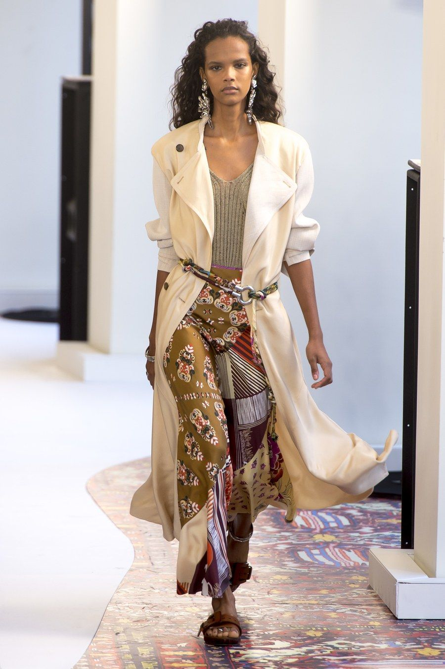 Shaik shanina stuns embellished gown amfar milano, 6 tips style inspired by free people