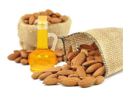 زيت اللوز الح لو والم ر Almond Oil Benefits Tips For Pink Lips Almond Oil Uses