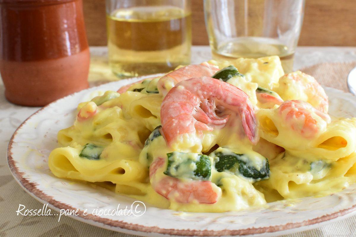 I paccheri gamberi e zucchine sono un primo piatto di pasta cremoso http://blog.giallozafferano.it/ricettepanedolci/paccheri-gamberi-e-zucchine/