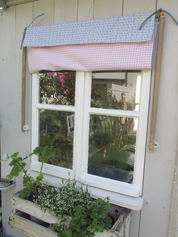 Dieses Mal Beim Dach Vom Gartenhaus Ja Es Ist Endlich Fertig Das Dach Aus Unbehandelten Larchenholz Fassadenbrettern Gartenhaus Markise Und Fenstergestaltung