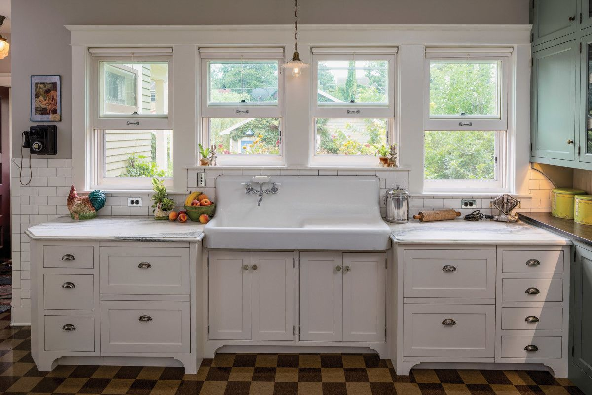 Pin By Katrina Maughan On Airbnb In 2020 Old Kitchen Kitchen Remodel Kitchen Inspirations