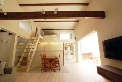 天井高3 5mの2階リビング 海を望む家 建築家と建てる横須賀の狭小