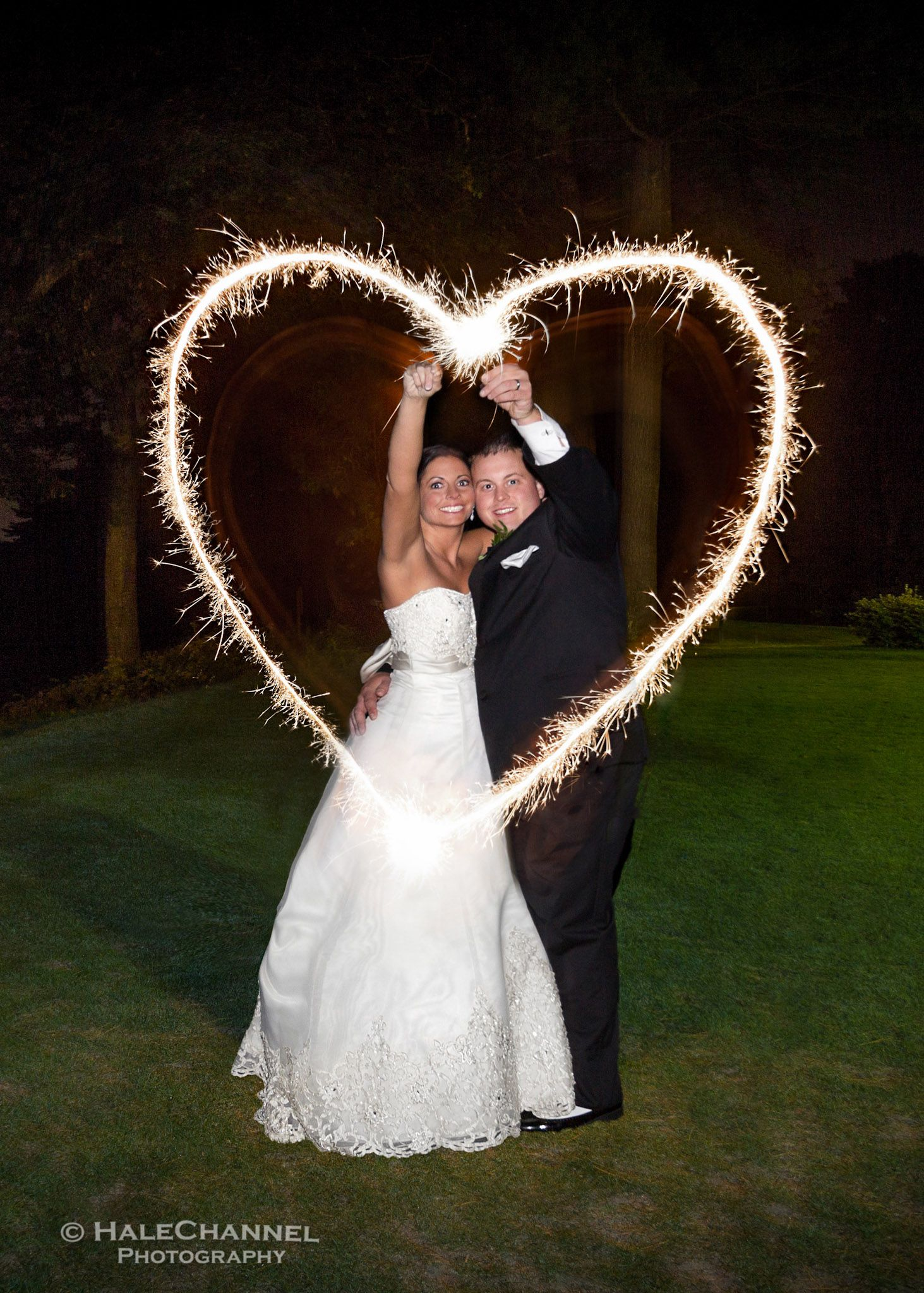 This Sparkler Writing Article Shows You How 12 Stunningly Unique Wedding Photos Were Made Using Ordinary Sparklers And Time Exposures