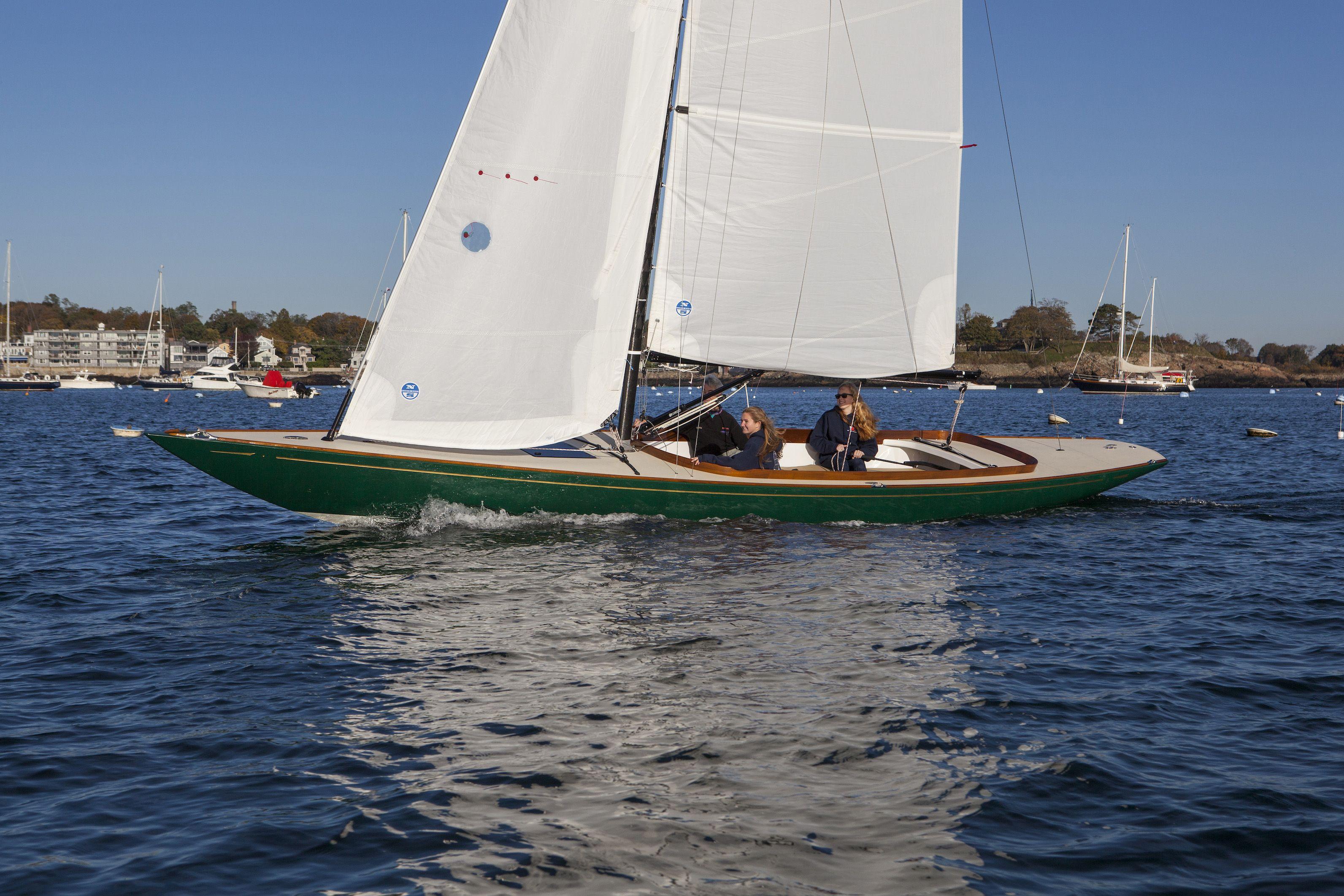 Hood 32 sailing in Marblehead