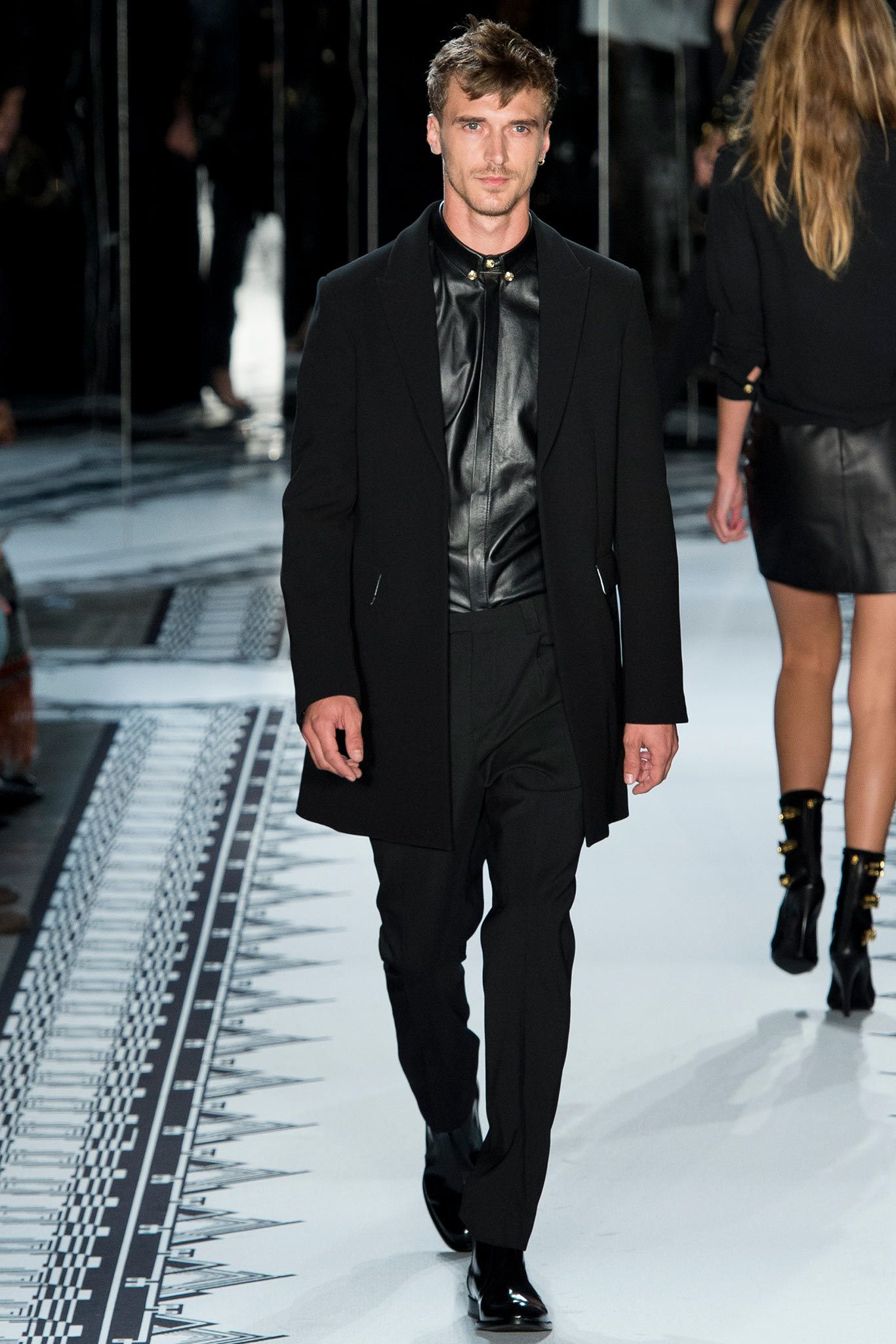 Versus Versace Spring 2015 Ready-to-Wear Fashion Show - Clement Chabernaud