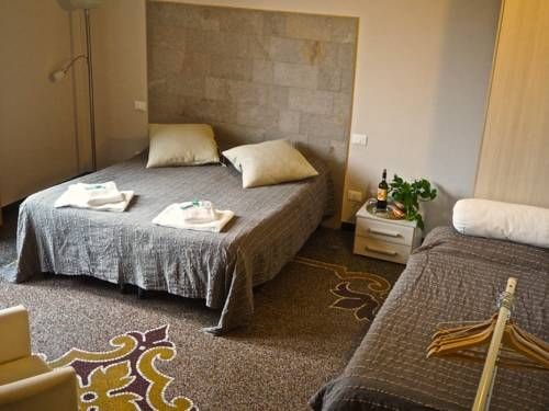 B&B Cernaia 42 La Spezia B&B Cernaia 42 is located in the centre of La Spezia, 44 km from Viareggio. Free WiFi is provided.  Each room is air conditioned and equipped with a flat-screen TV. The private bathroom is fitetd with a shower, a bidet and a hairdryer.