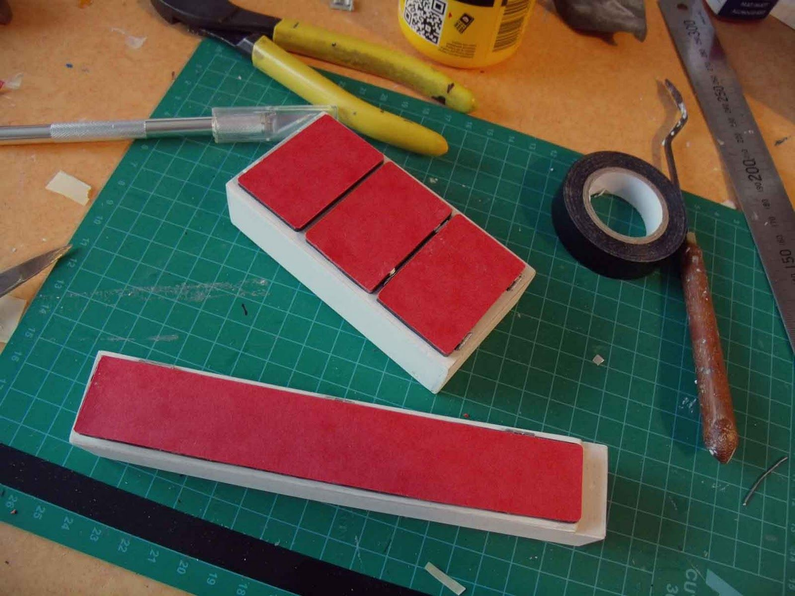 La gazinière ...   J'ai voulu réaliser la petite gazinière. Mais ne connaissant pas la technique de la carte plastique. Ne voulant pas ut...