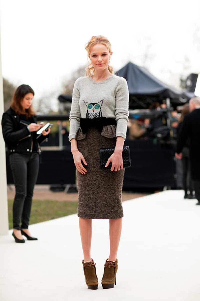 11d61330d3b  Pencil Skirt - 10  Basic  Fashion  Items Every  20-year Old Should Have in  Her  Closet ... → Fashion  Runway