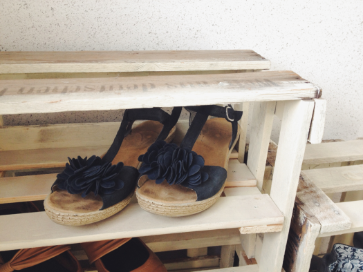 Wine Crate Shoe Storage « Midsommarflicka & Wine Crate Shoe Storage « Midsommarflicka | It was weekend ...