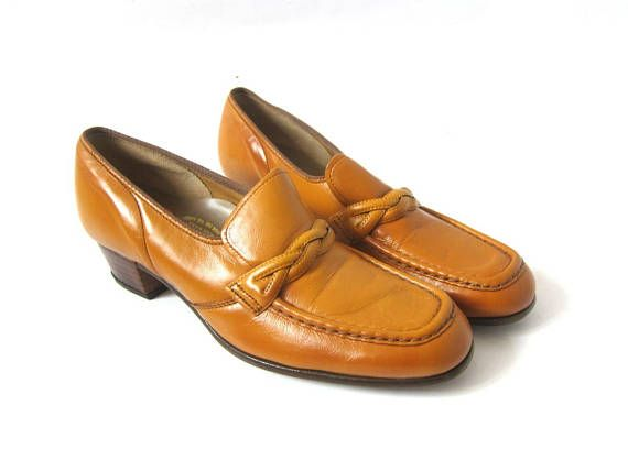 b16a32423ef6 Vintage 70s Brown Tan Leather Shoes with Braid and Chunky stacked Wooden  Heels Slip on Shoes Retro M
