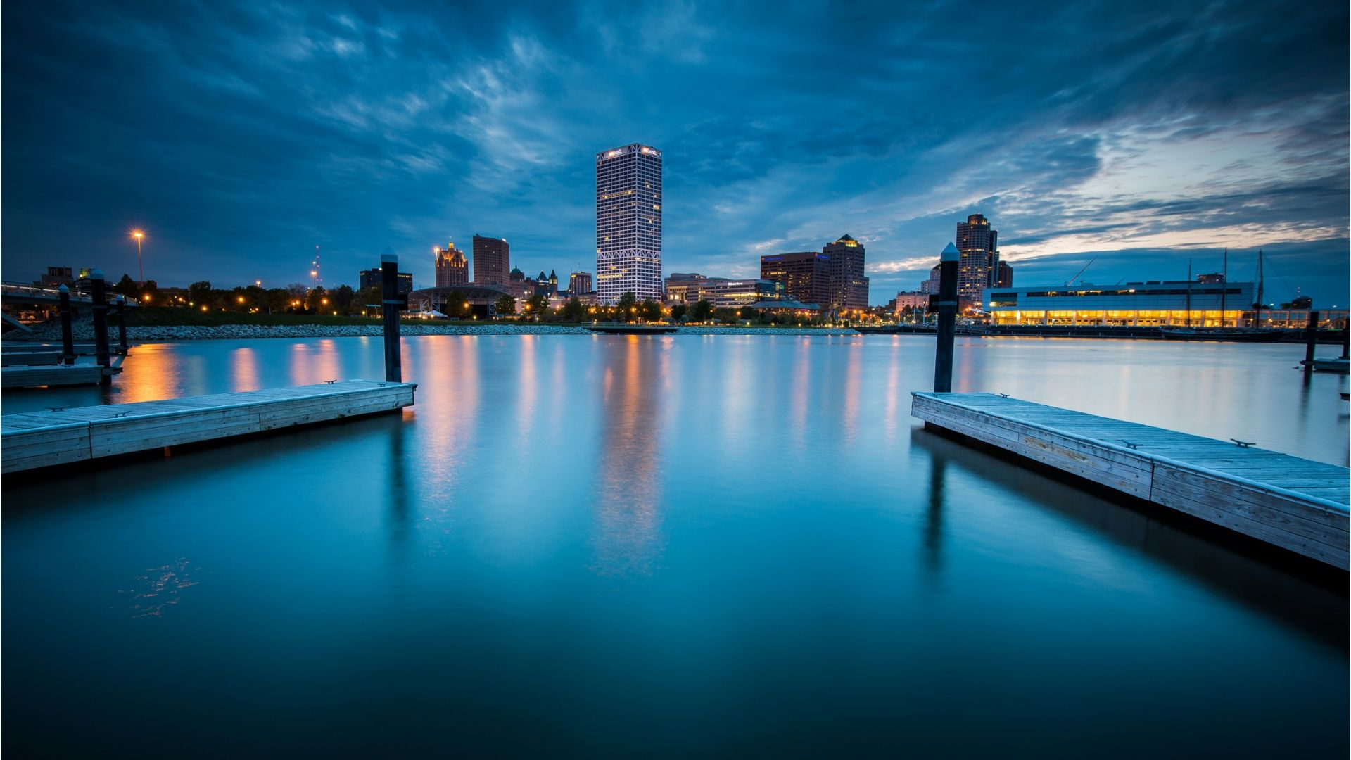 Find out: Milwaukee City Night wallpaper on http://hdpicorner.com/