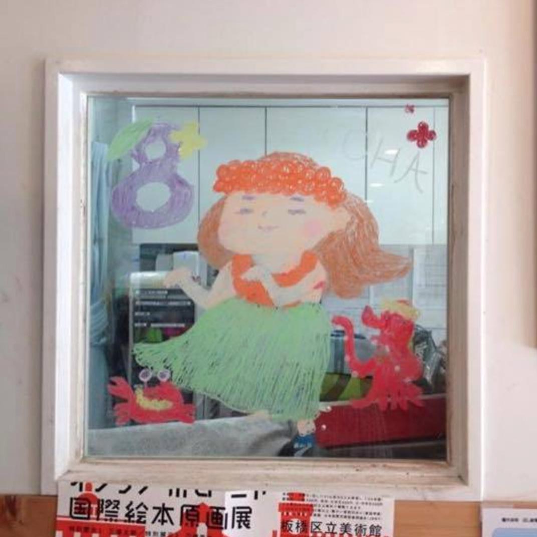 2015/2/2掲載 「ilebois」さんがおこさんの通われている保育園の窓に描かれている月替わりのイラスト作品です。8月 https://www.facebook.com/kitpas2005  #kitpas #キットパス