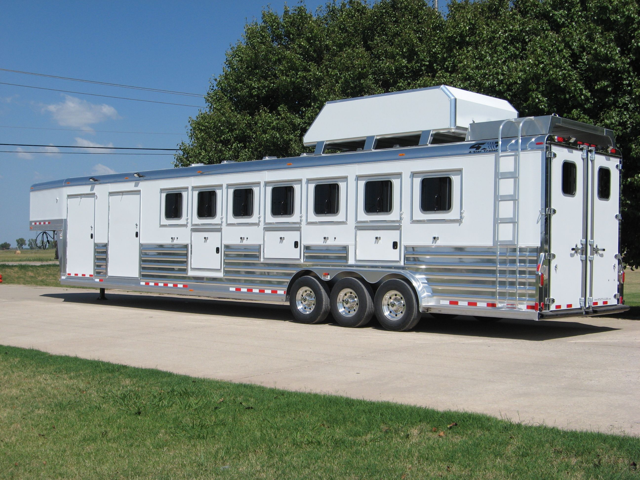 4 Star 7 Horse Slant W Polished Slats And Top Rail 800 848 3095 With Images Horse Trailers Star Trailer Livestock Trailers