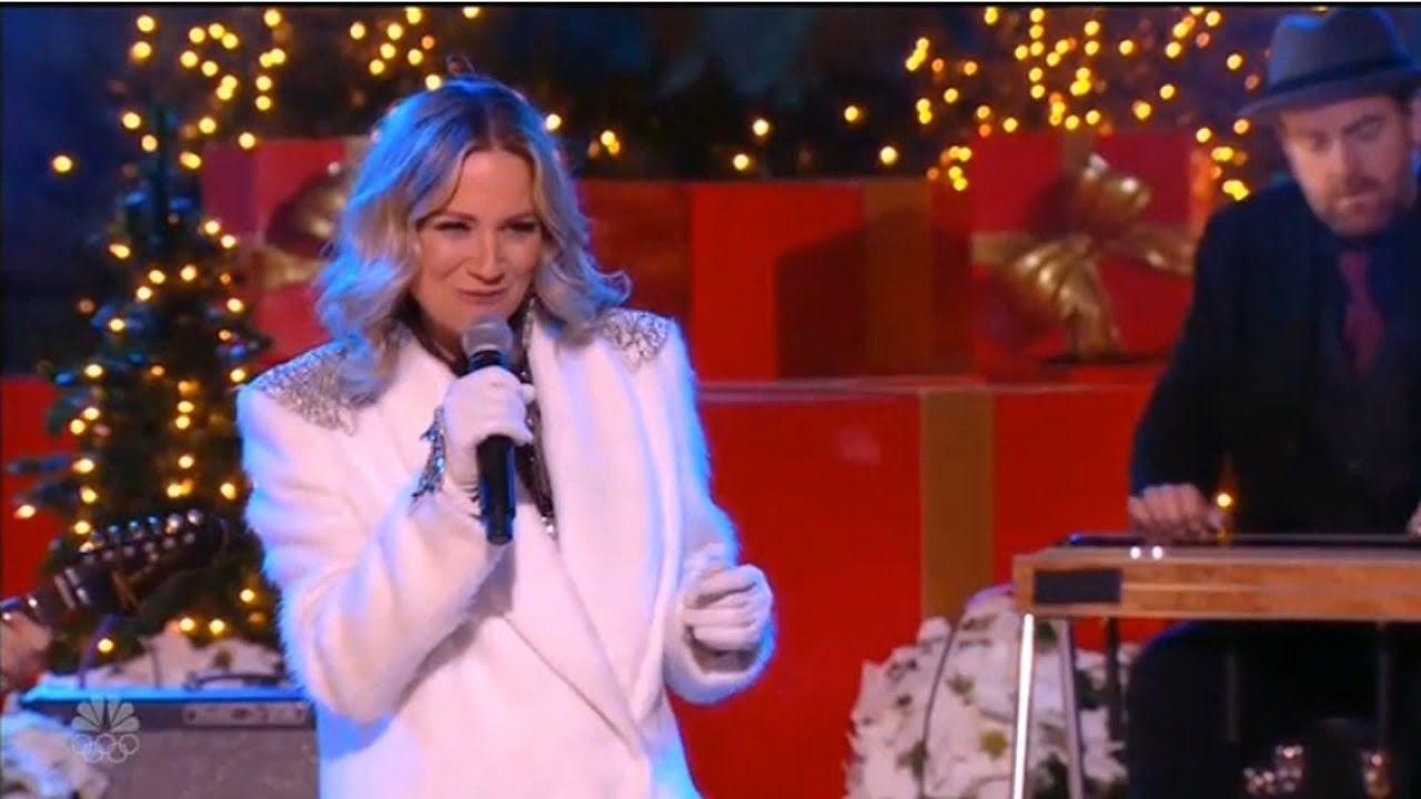 Jennifer Nettles sings \'Celebrate Me Home\'   Christmas in ...