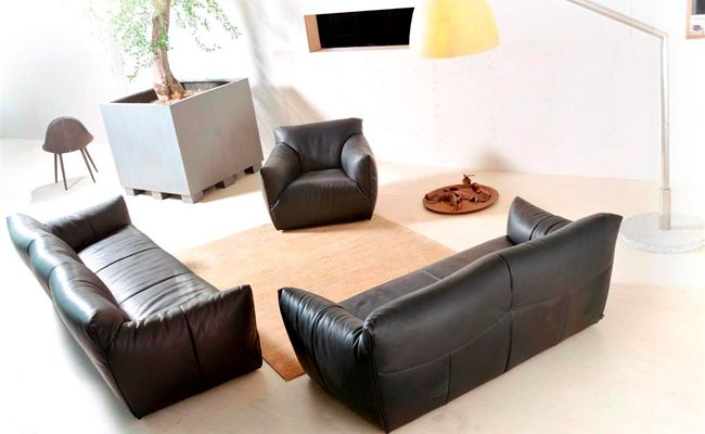 Design Bank Gerard Van De Berg.Havana 2009 Gerard Van Den Berg A Traditional Sofa With A