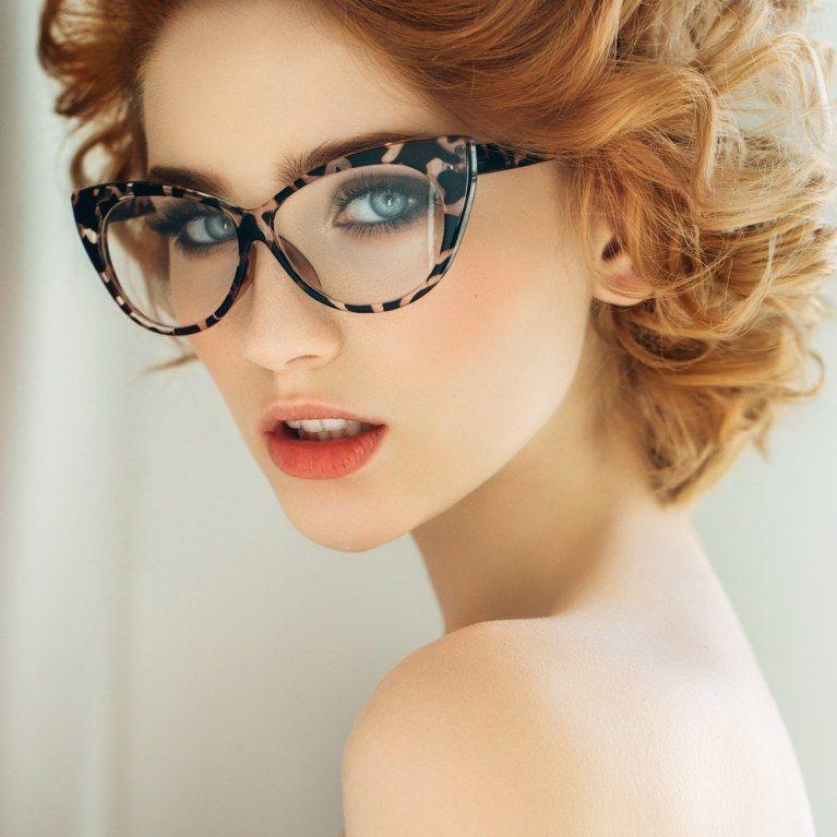 Los peinados más favorecedores para chicas con gafas | Personalidad ...