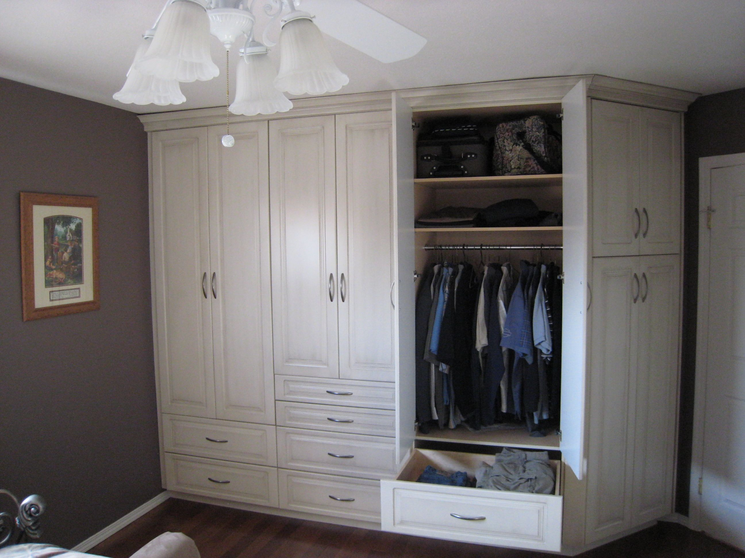 Bedroom built in closet, exactly what I need in my bedroom ...