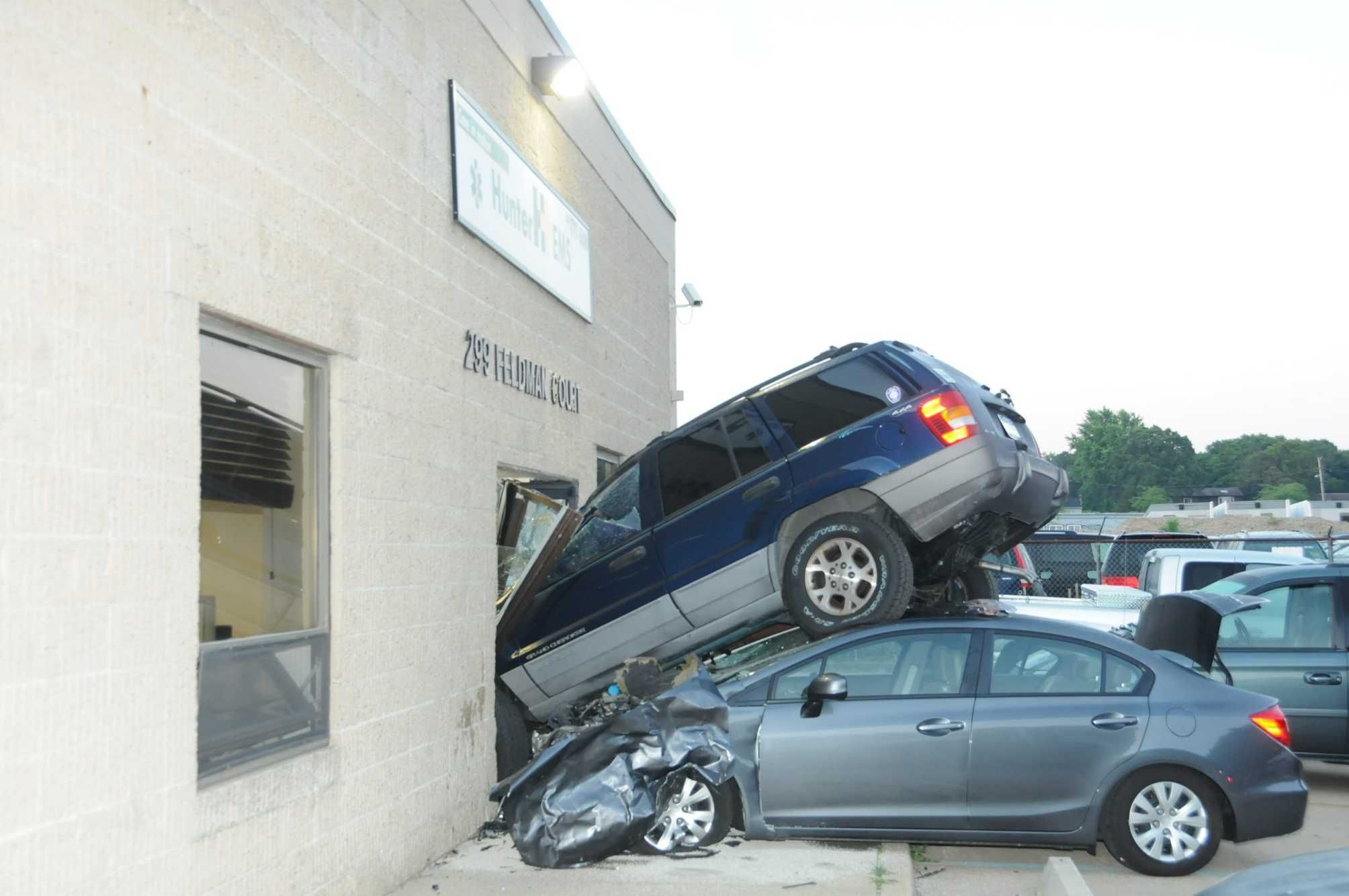 Cars driven into houses and buildings Vehicles, Accident