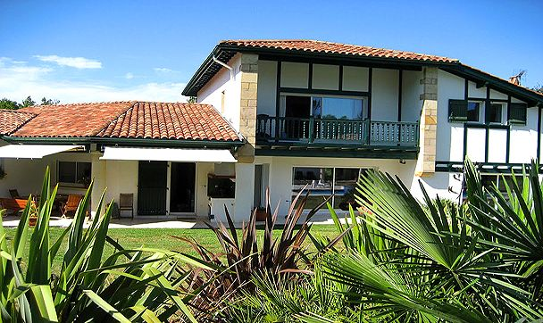 arcangues proximit immdiate de biarritz trs jolie proprit de 450 m maison - Maison Moderne Biarritz