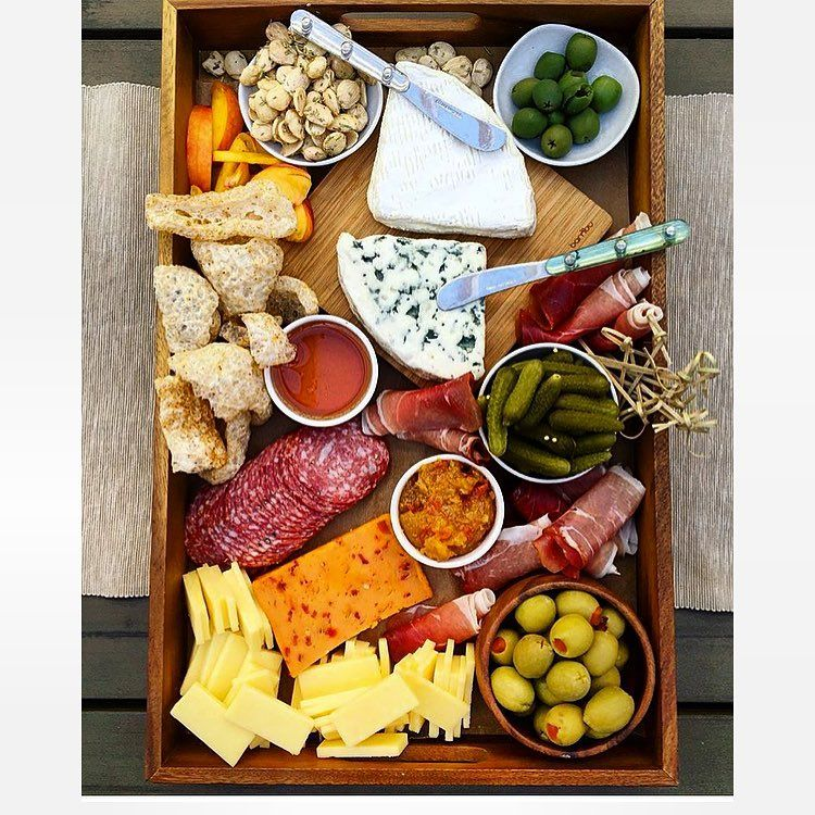 Did you say #charcuterie board... No I said it cause it's hot and I'm #starving😫🌶🧀🍋#nullisecundus #BeGoodOrBeGoodAtIt #TurnDownTheSuck #beautifullosers #imhungry #cheeseplease