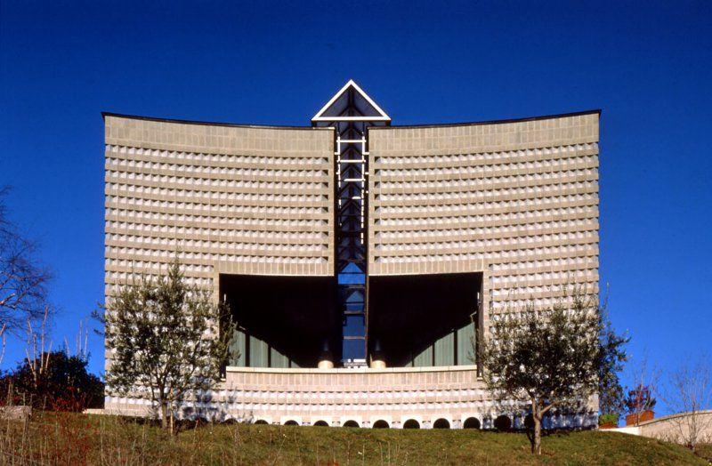 Casa unifamiliare a morbio superiore svizzera mario for Architettura moderna case