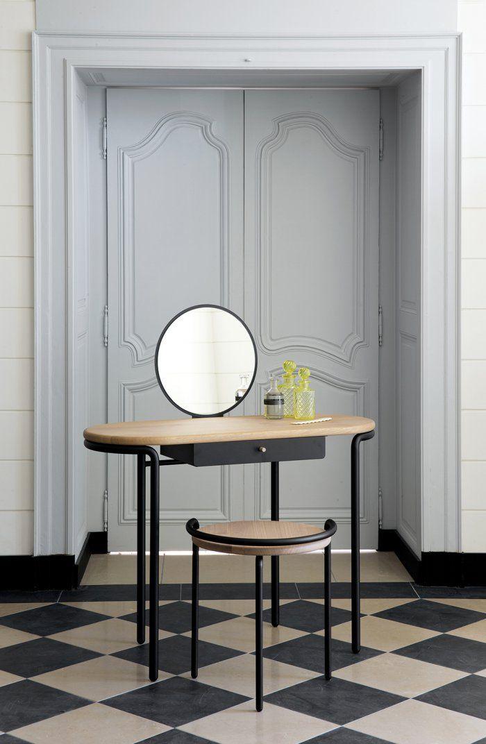 Une Coiffeuse Minimaliste Coiffeuse Meuble Decoration Interieure Deco
