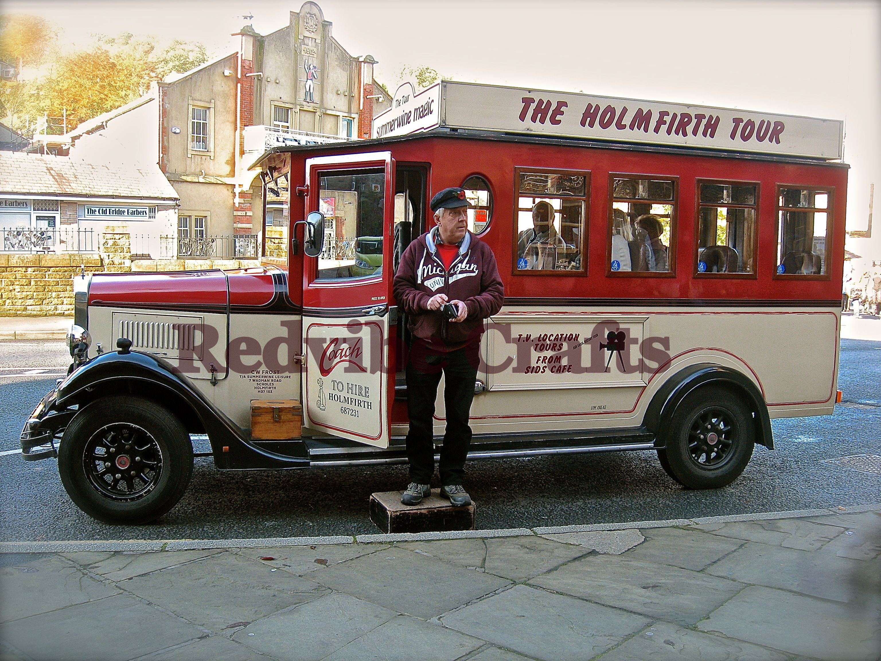 The Last Of The Summer Wine Tour Bus Holmfirth Http Www Redvibecrafts Co Uk Yorkshire Summer Wines Last Of Summer Wine Wine Tour