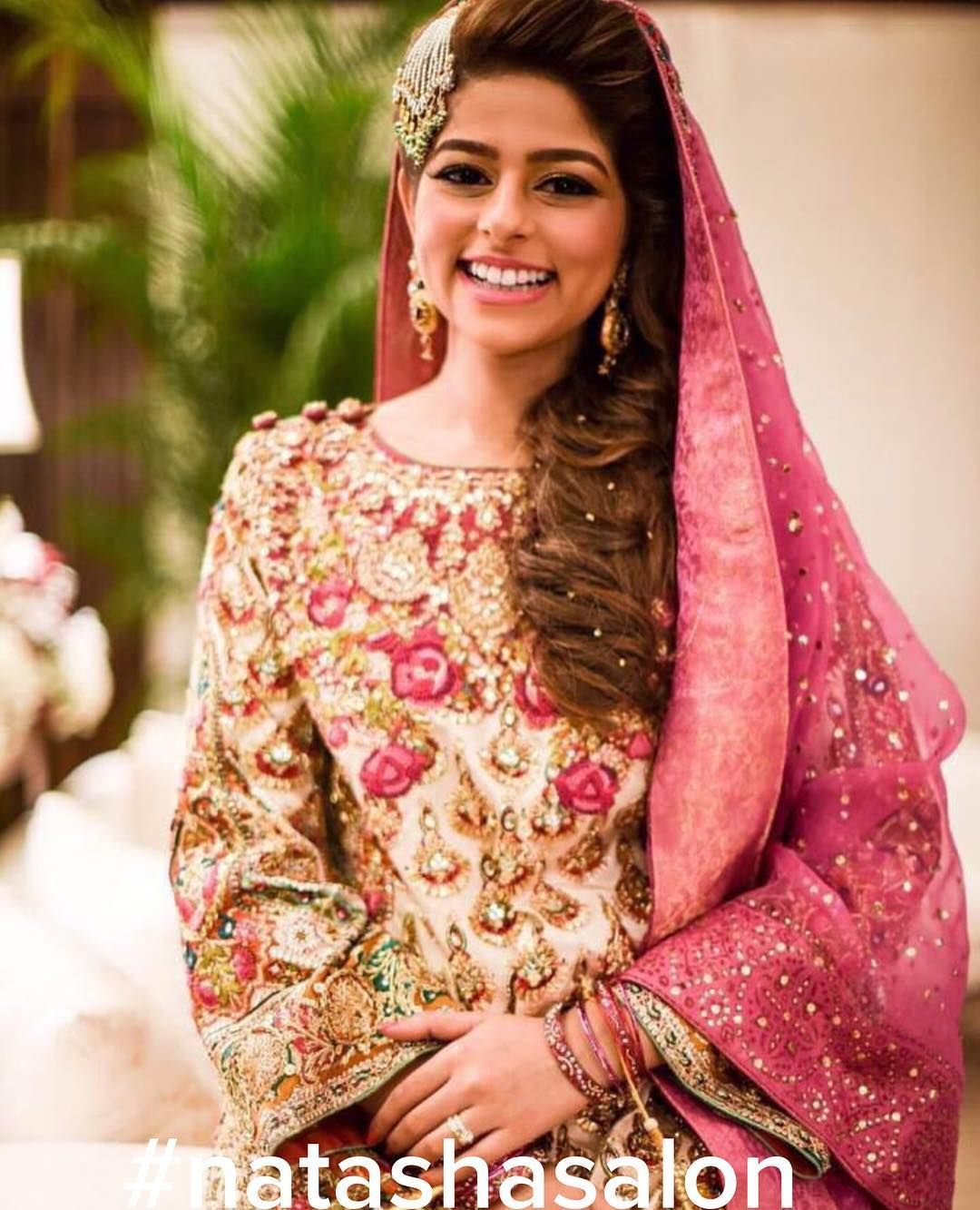Love this gorgeous shot of the beautiful bareeha at her mehndi she