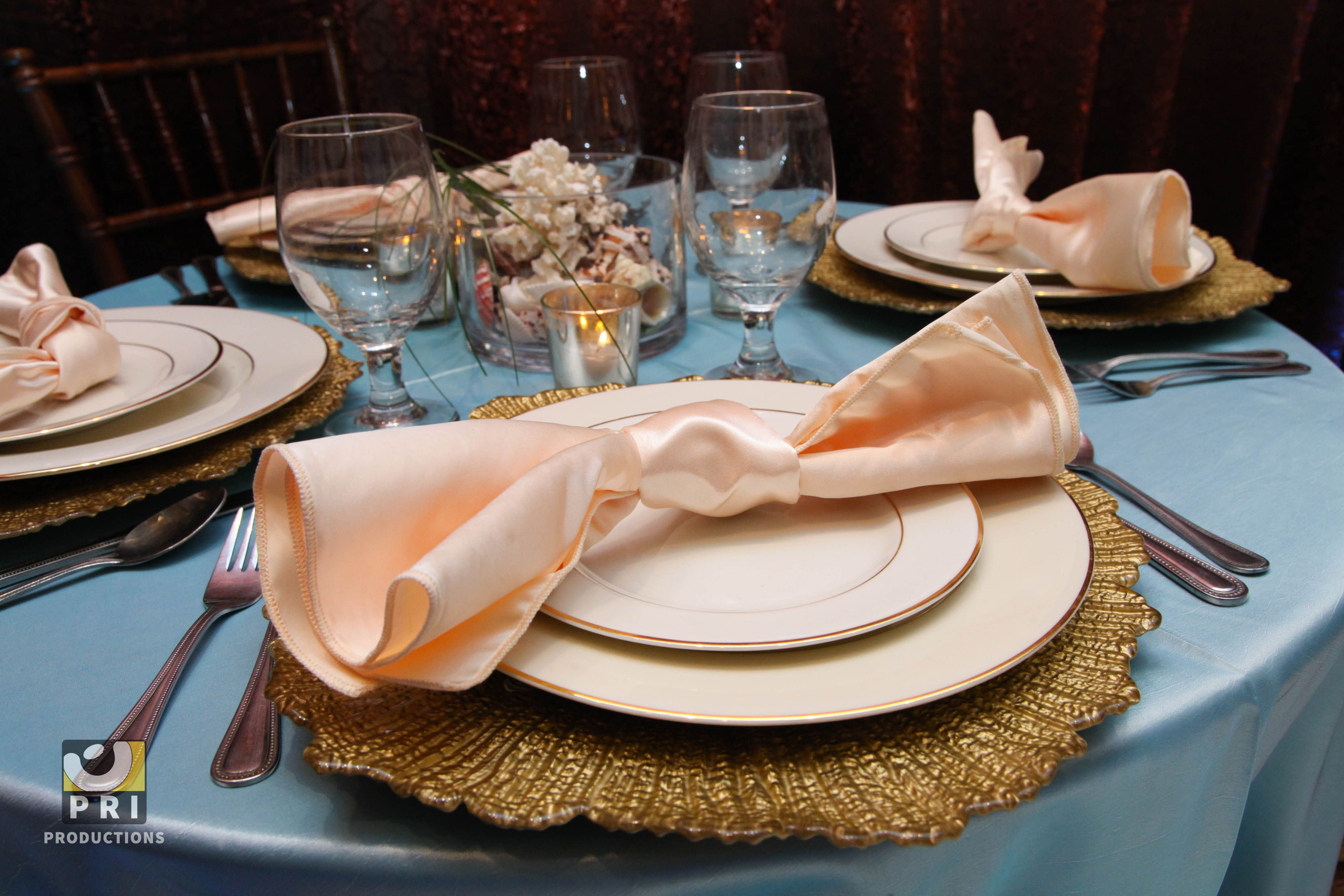 Peach, gold and blue color theme table setting. Gorgeous gold rimmed ...