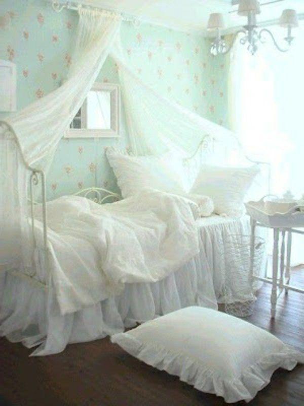 Schäbige Schlafzimmer Dekorationsideen Baldachin Bett Kissen