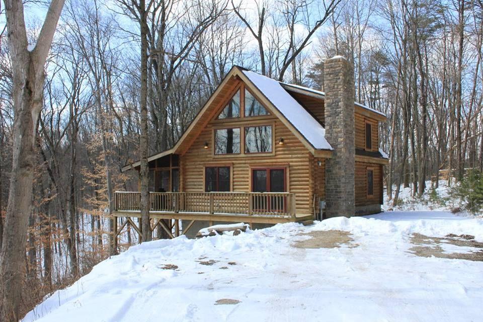 Oak Valley Log Cabin. www.valleyviewcabins.com #HockingHills #HotTub #LogCabin