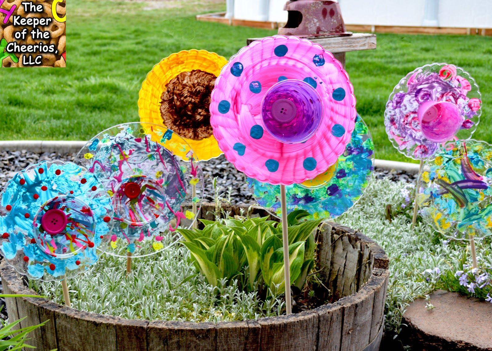 Garden art ideas for kids - Plastic Plate Garden Flowers For Kids