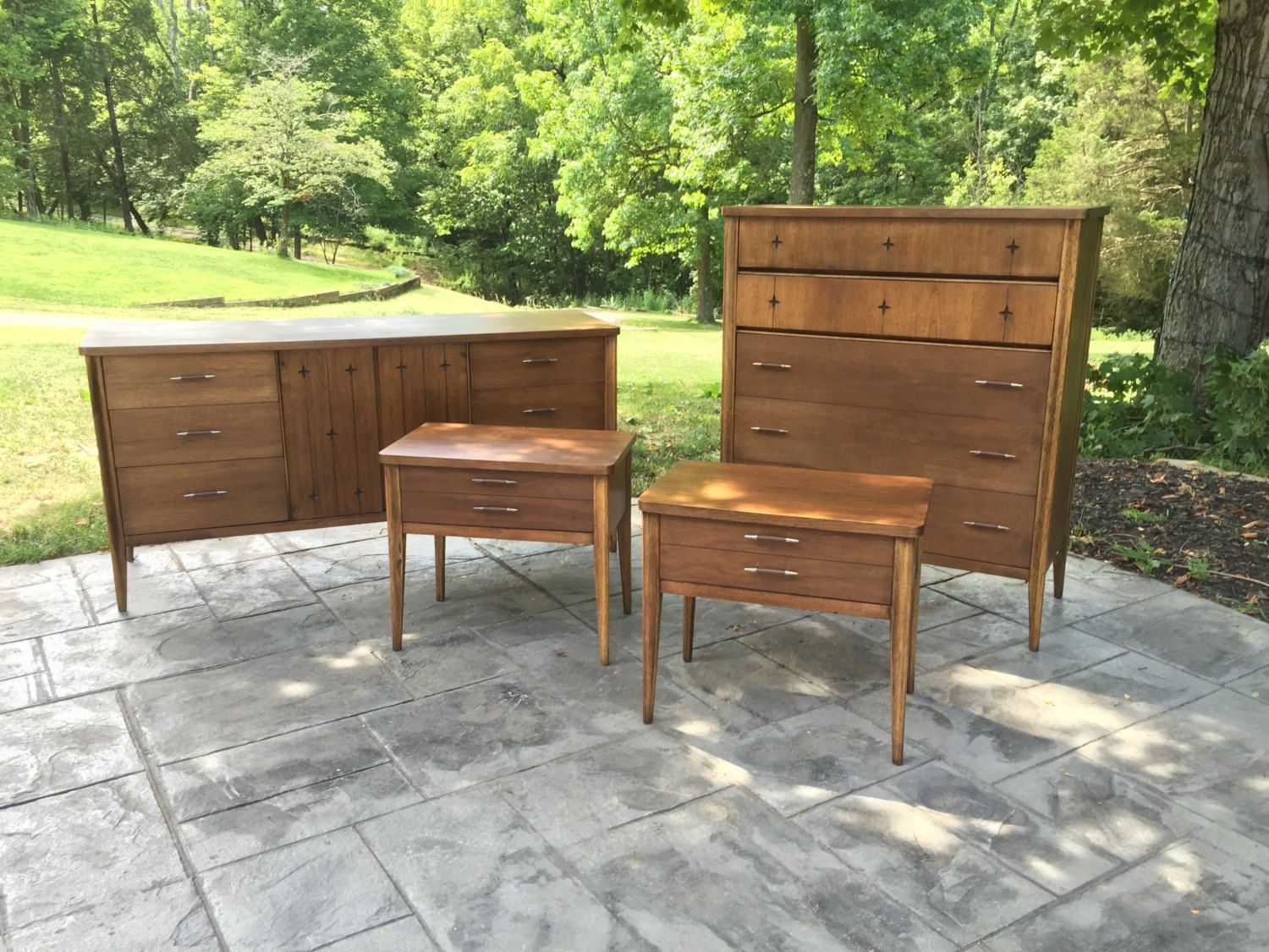Best Mid Century Modern Broyhill Saga 5 Piece Bedroom Set 400 x 300