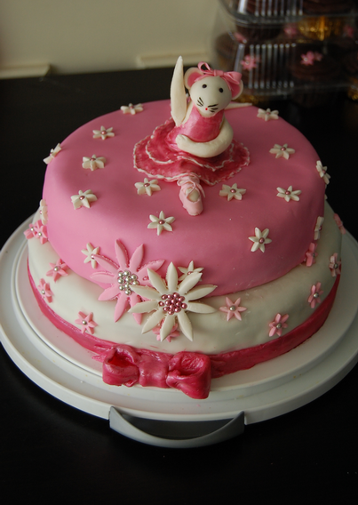 Angelina Ballerina Cake so cute My daughter loves her and wants
