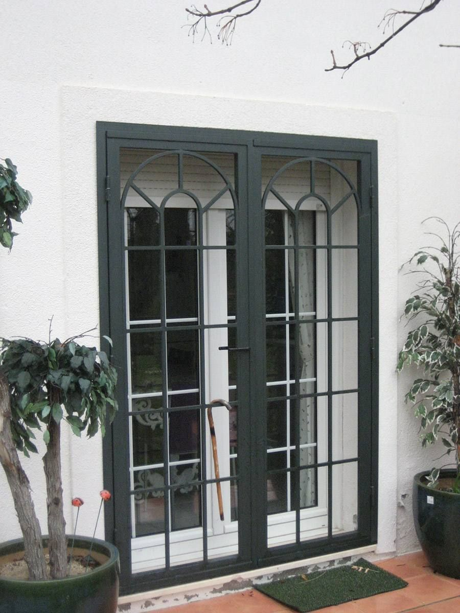 Resultado de imagen para rejas para fachadas estilo for Puertas corredizas de metal